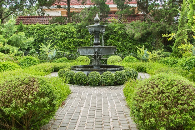 Four Ways to Make a Large Garden Low Maintenance